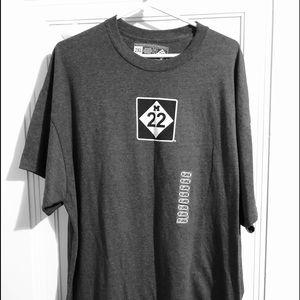 M22 Mens t shirt gray EUC
